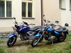 Motocykly Honda a Kawasaki